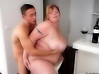 Lucky man bangs a BBW beauty