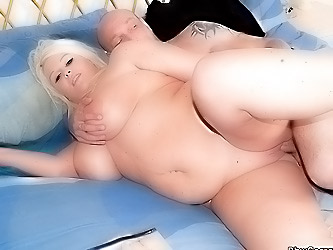 Fat blonde does wanking guy