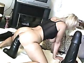 Monstrous dildo stretching pussy