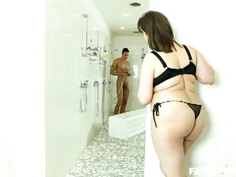 Lucrecia spies a hunk in the shower