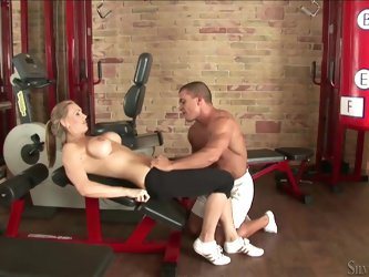 Hot boxing blonde's fucked in the gym by her trainer
