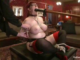 Nerine Mechanique gets tormented in BDSM clip and loves it much