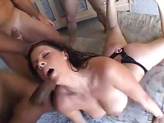 Good babe Gianna Michaels decides to swallow as much sperm as she only can