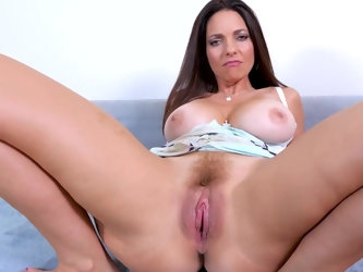 Gorgeous MILF model with big natural boobies is craving to get really freaky in front of the camera. Busty honey Mindi Mink flashes her juggs and rubs