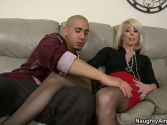 Whorable blond head loves getting her feet massaged as well as getting her twat polished. Too spoiled mature blondie can't live a day without a r