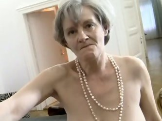 When grannies get slutty it is an unstoppable order. Two horny senior women Zora White and her girlfriend suck one cock and bend over for rough poundi