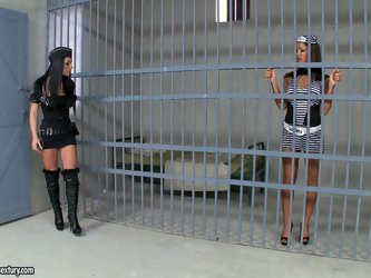 Bodacious black haired bitch Honey Demon is a police officer. She seduces one of her inmates for a lesbo quickie. Just press play and enjoy this steam