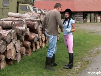 Cute teen hoe Angelica is seduced by horny mature stud in filthy outdoor porn clip. Check out free porn video on anysex presenting brunette porn star