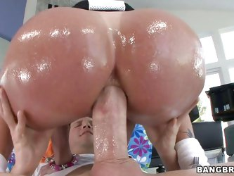 Tiffany Mynx is a mature slut that knows what she wants. This lady enjoys a big hard cock in her after she gets her asshole fucked hard. Look at that