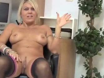 Torrid buxom MILF in black tights Chennin Blanc pets her wet pussy