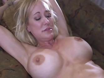 Brandi Love is a naughty girl who's craving for new experiences when it comes to hard fucking. Her hunky partner ties her up, toys her tight hole