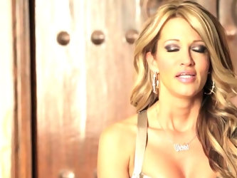 Glamorous pornstar Jessica Drake shows us how to reach the g-spot and make a girl ejaculate in this hardcore video. While she talks us through it Jess