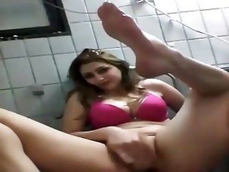 Iraqi Girl Make Cam Show - V. Beautiful