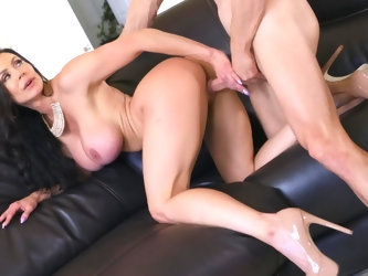 Bald boy Johnny Sins invites porn model Kendra Lust to a private show where she entertains him with big tits and ass. Johnny touches Kendra's tit