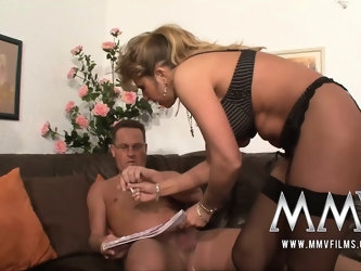 Fucking her pussy as a pay off with pleasure bonus
