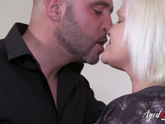 British mature ordered full service with horny guy from hotel room service
