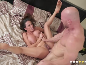 After fingering and licking hairless dude fucks Ariella Ferrera on the bed