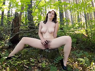 Raven Snow Clit Pleasure in Virtual Reality
