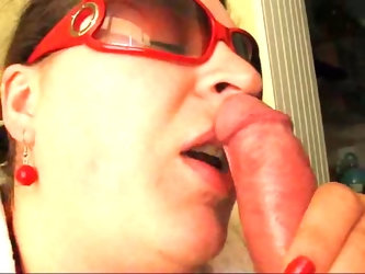 Chubby wife receives cum in her mouth
