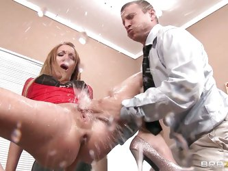 The couple is given a lecture on squirting then asks the husband to squirt her wife, he is guided by the instructor on how to put fingers in her cunt
