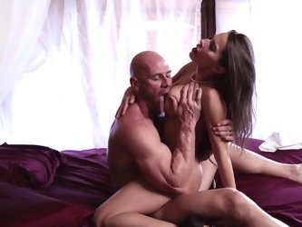 Madison Ivy and Johnny Sins know how to perform a crazy sex show together. One of the most beautiful porn actress ever gives herself in hands of hairl
